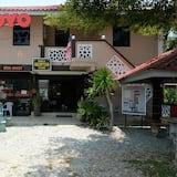OYO 44005 Senangin Resort & Cafe