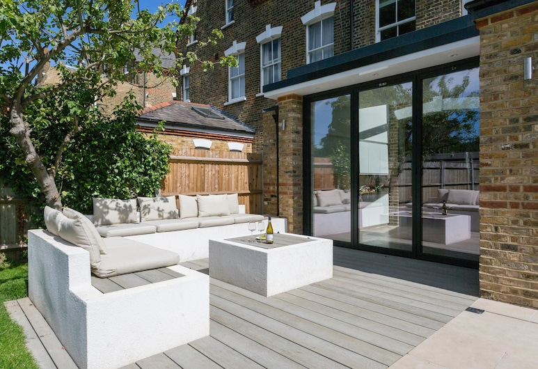 Priory Road West by Onefinestay, Richmond, Balcony