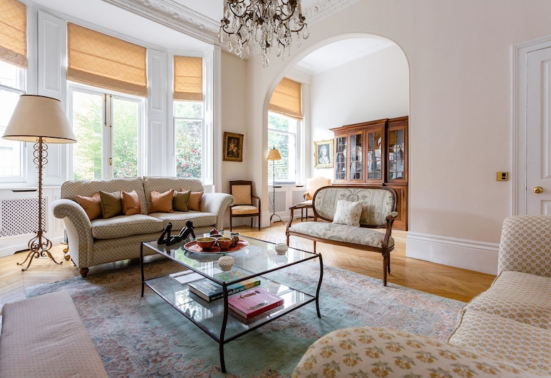 Palace Garden Terrace VI by Onefinestay, London, Apartment (5 Bedrooms), Living Room