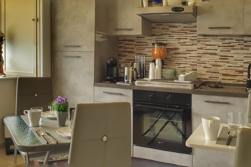 Deluxe Triple Room - Shared kitchen