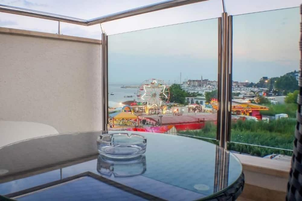 Apartemen Mewah, 2 kamar tidur, balkon, menghadap pantai - Balkon