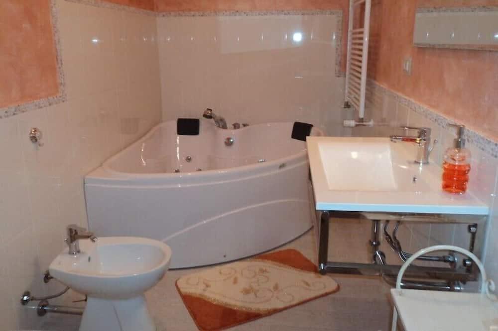 Doppelzimmer, Whirlpool - Badezimmer