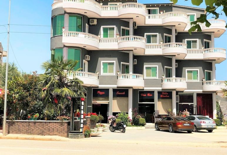 昆德拉別墅飯店, 卡薩米爾