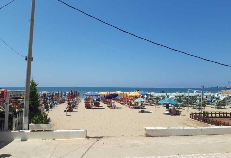 هوتل فيلا ميسيري, دوريس, الشاطئ