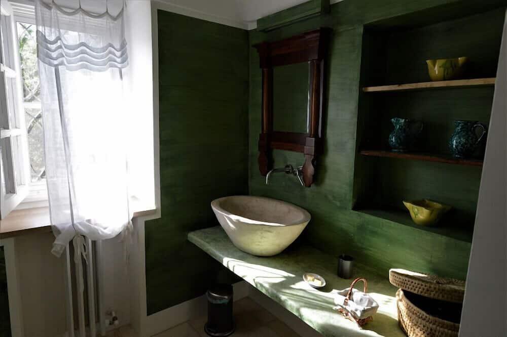 Superior Double Room (Trullo Saturno) - Bathroom