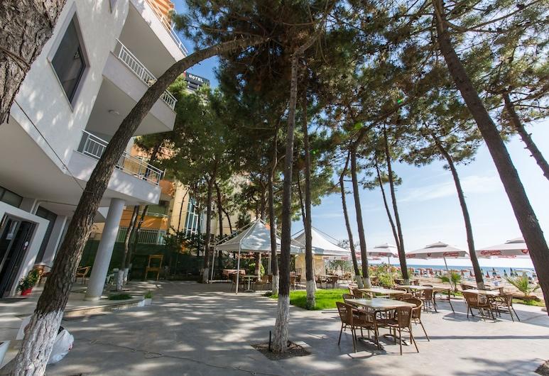 Hotel Andi, Golem, Hotelski bar