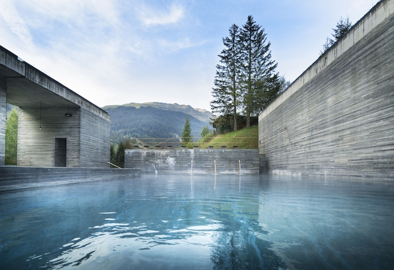 House of Architects, Vals, Binnen/buitenzwembad