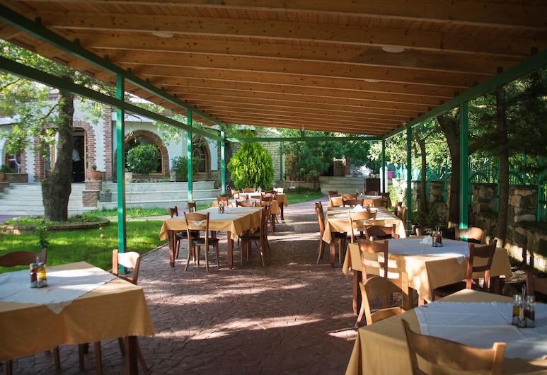 Hotel Livia, Ksamil, Khu ẩm thực ngoài trời