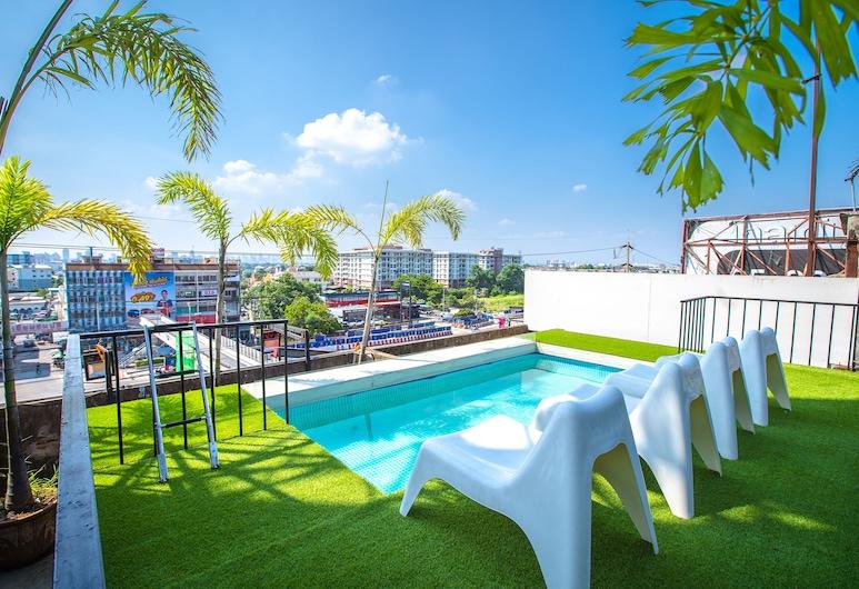 Shakira Hostel, Bangkok, Takterrasse med basseng