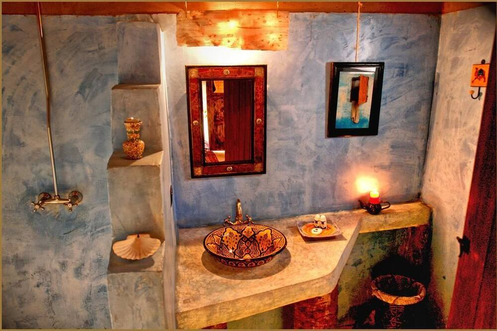 Double Room (Africa) - Bathroom
