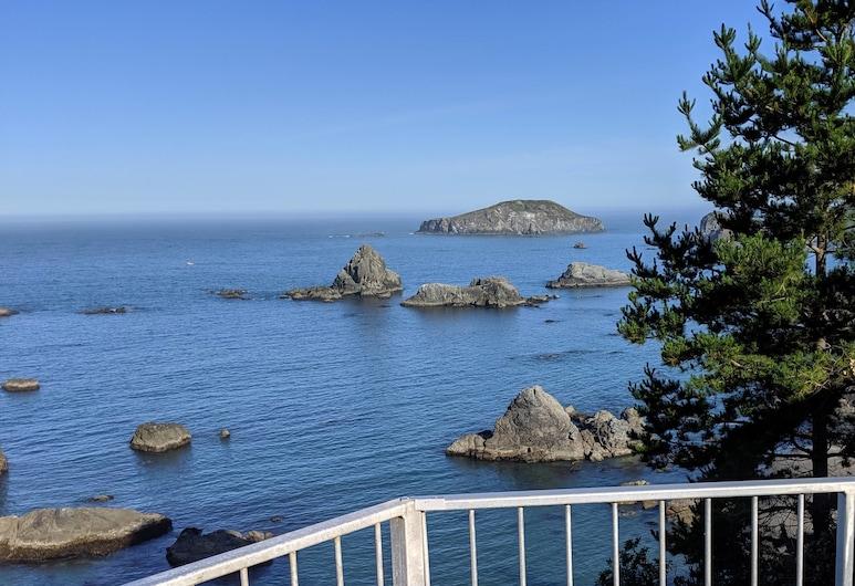 Coastal Cliffs by the Sea - 2 Suites, Brookings