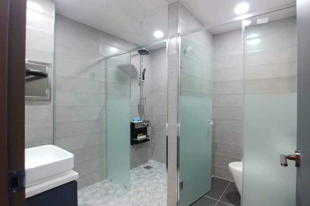 Family Room (Ondol) - Bathroom