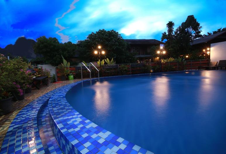 Vang Vieng Victory Hotel, Vang Vieng, Deluxe Quadruple Room, Private pool
