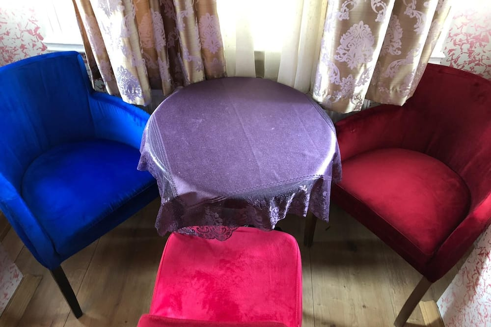 Comfort Τρίκλινο Δωμάτιο - Περιοχή καθιστικού