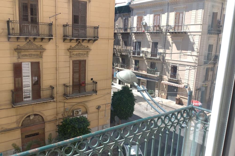 Чотиримісний номер, приватна ванна, з видом на місто (Alloggio del Capitano) - З видом на вулицю
