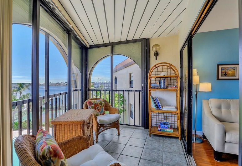 Anglers Cove E-506, Marco Island, Kooperatīva tūristu mītne, vairākas gultas (Anglers Cove E-506), Dzīvojamā istaba