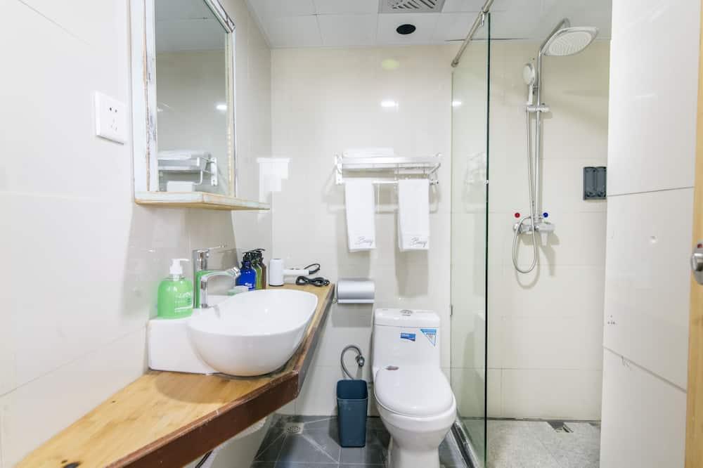 Vardinės klasės kambarys - Vonios kambarys