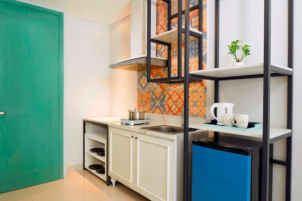 Suite Room - Shared kitchen