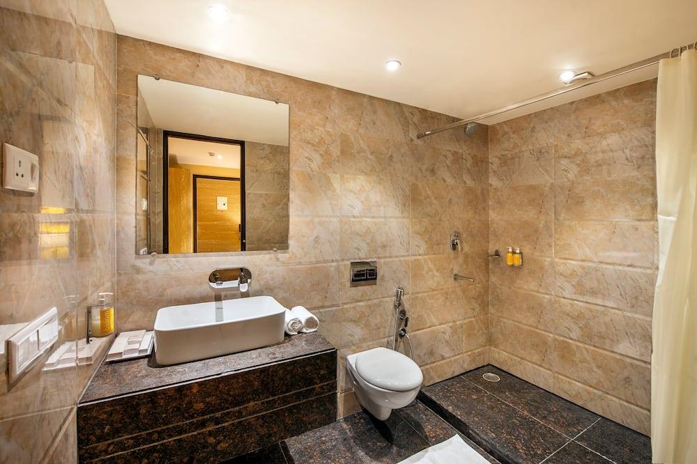 Chambre Double Deluxe, 1 très grand lit, non-fumeurs, vue ville - Salle de bain