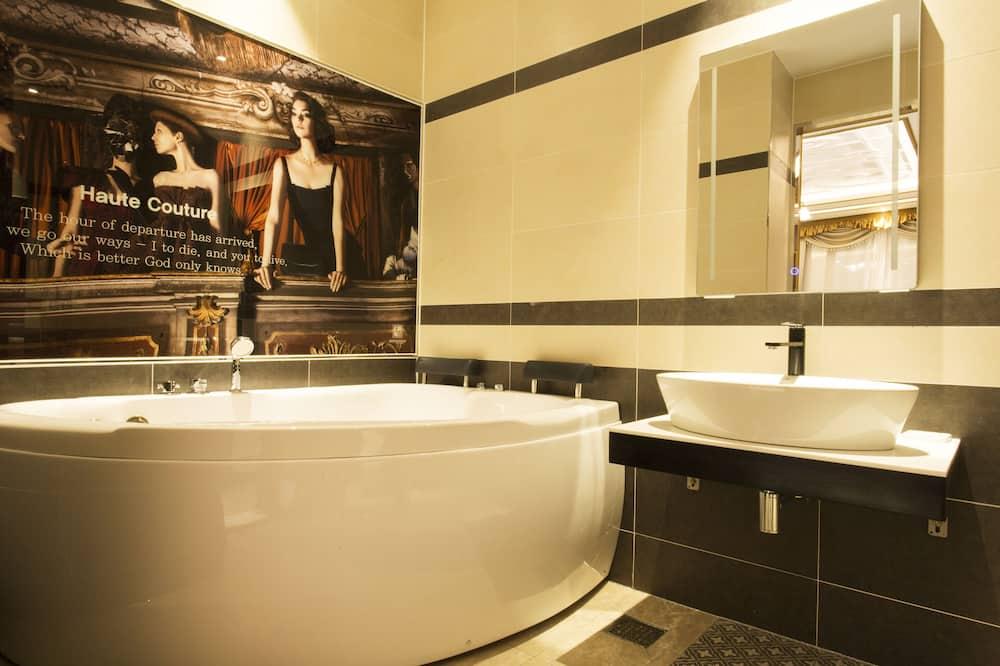 Luxury Double or Twin Room, 2 Bedrooms, Non Smoking - Bathroom