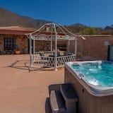 Villa, 2 Bedrooms, Hot Tub, Mountain View - Private spa tub