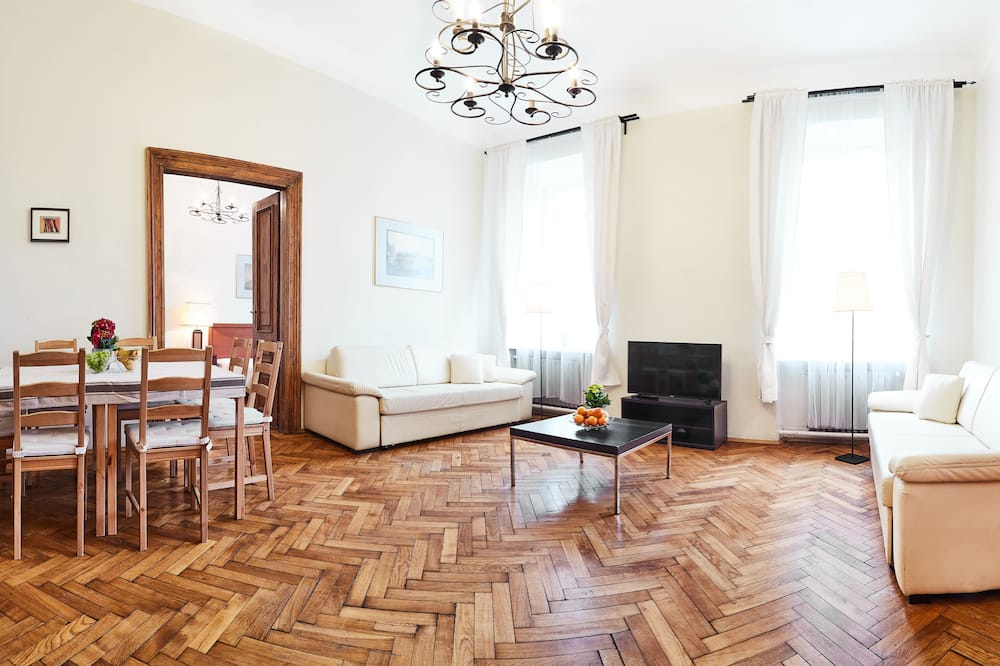 Traditional Apartment, 4 Bedrooms - Living Area