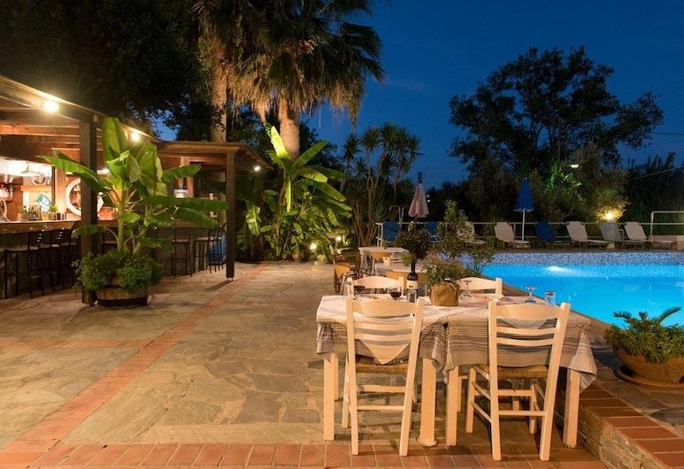 普羅莫斯公寓酒店, 干尼亞, 池畔酒吧