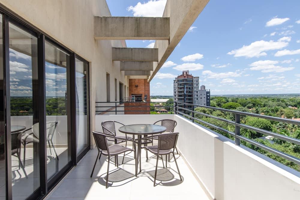 Apartamento Deluxe, varias camas - Balcón