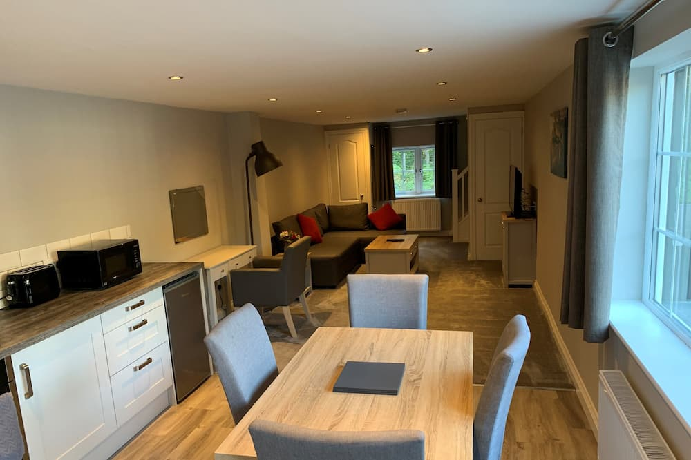 Studio (Split Level) - In-Room Dining