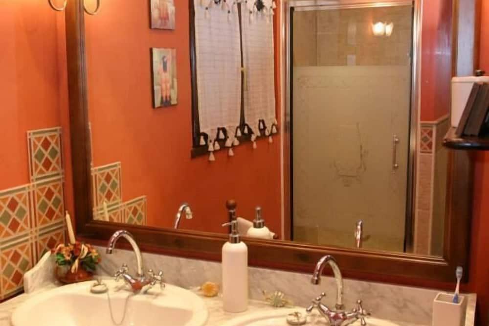Rumah, 1 kamar tidur - Kamar mandi