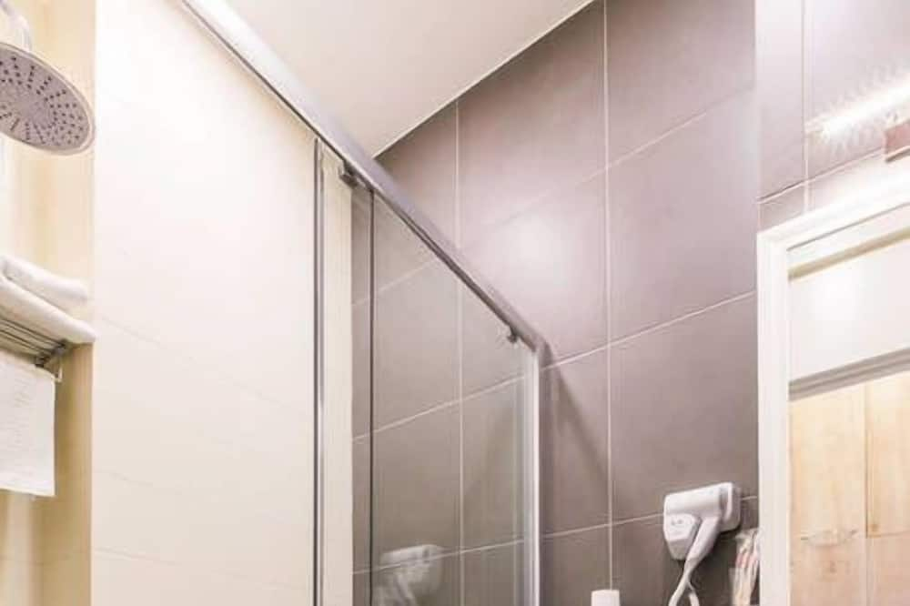Basic Studio - Bathroom