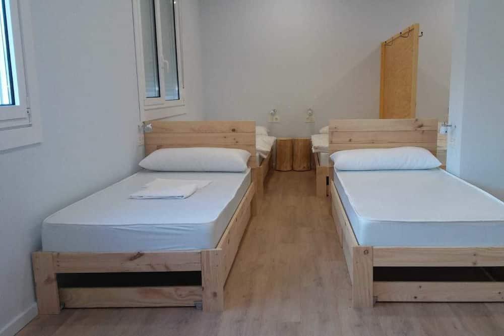 Shared Dormitory, Mixed Dorm, Shared Bathroom (1 bed in 11 bed Dorm) - Bilik Tamu