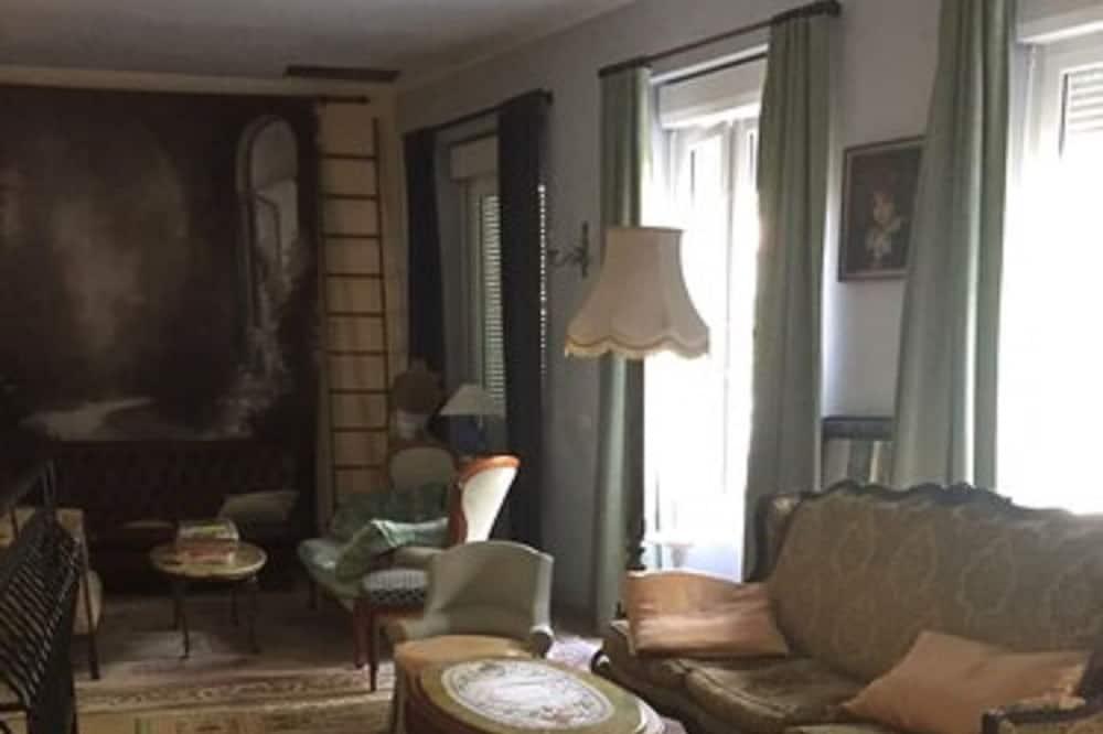 Double Room (Bleu) - Living Area
