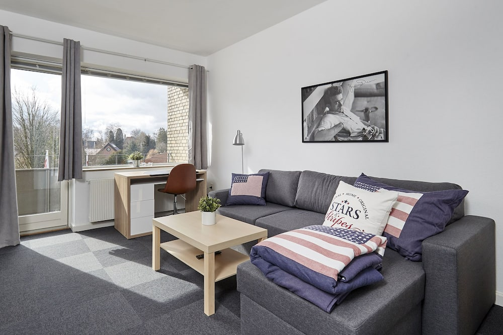 Classic Apartment, Multiple Beds - Living Area