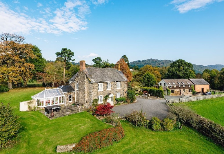 Charming Farmhouse, Meifod