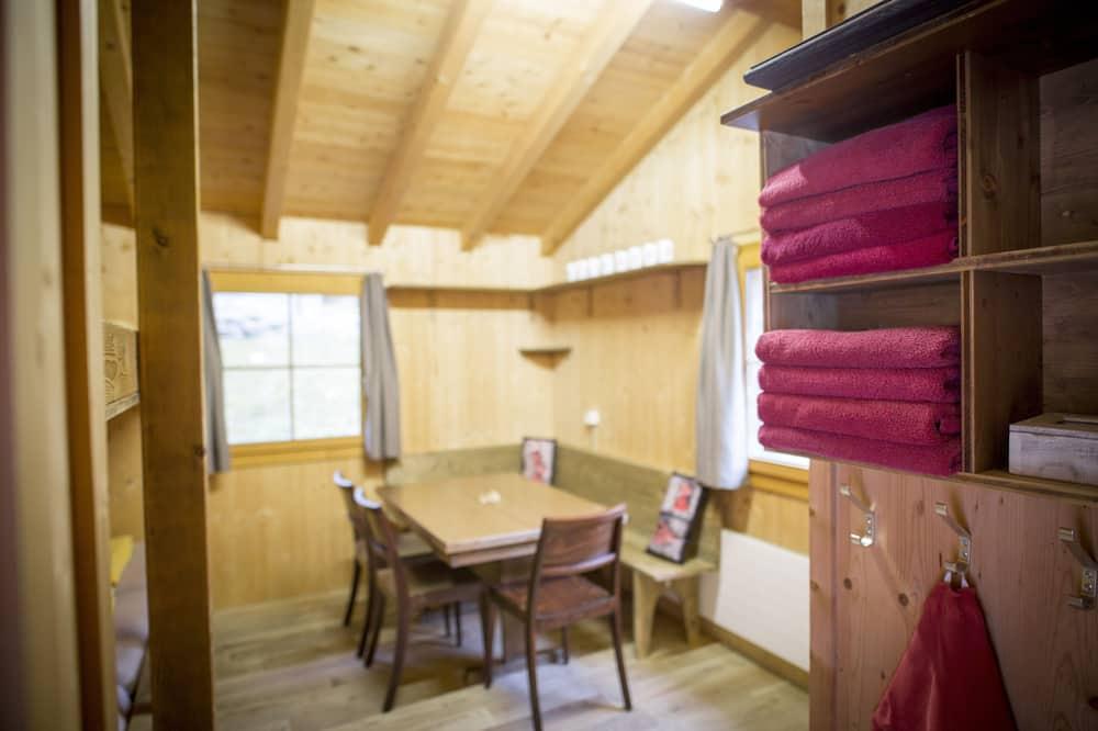 Phòng dành cho gia đình, Phòng tắm dùng chung - Khu phòng khách