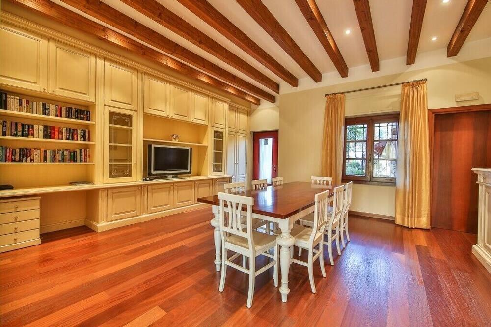 Deluxe Apartment, 3 Bedrooms, Garden View (7-8 pax) - In-Room Dining