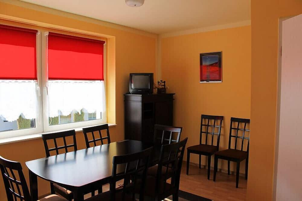 Basic House - In-Room Dining