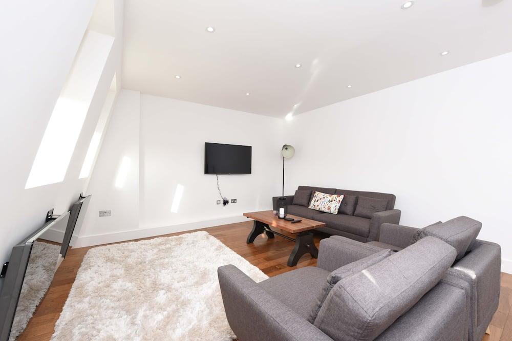 Modern 2 Bedroom Apartment - Living Area