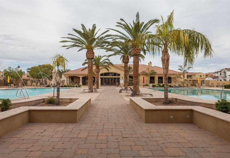 4BR Gated Townhome, Mesa