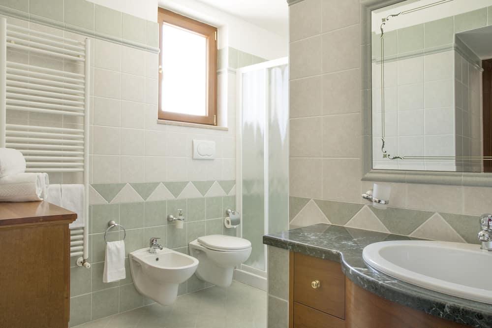 Classic Triple Room, Kitchenette, Hill View - Bathroom
