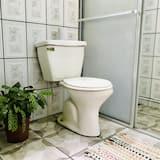 Семейный четырехместный номер, вид на сад - Ванная комната
