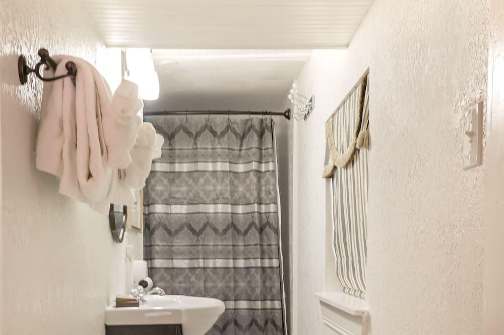 Premium Double Room, Non Smoking, Balcony - Bathroom