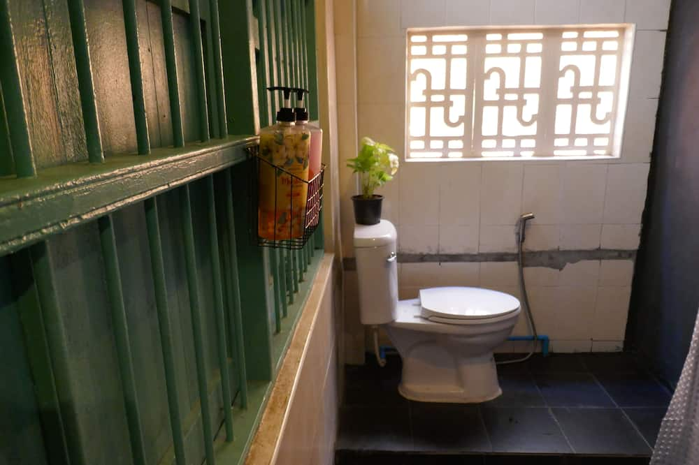 Mixed Dormitory with Shared Bathroom (8 Beds) - ห้องน้ำ
