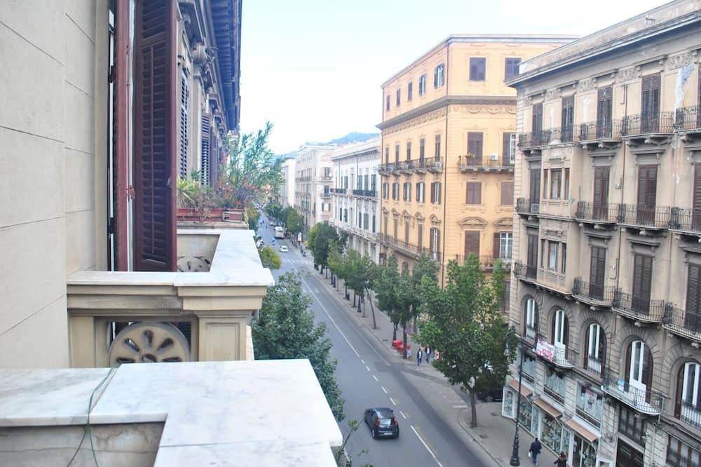 Shared Dormitory, Women only, Balcony, City View - Pemandangan Jalan