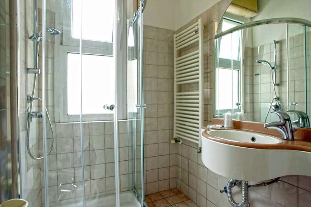 Double or Twin Room (Beach Access) - Bathroom