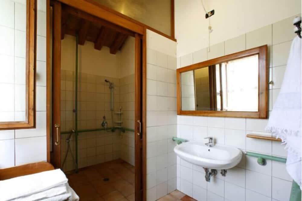 Comfort Apartment, 2 Bedrooms - Bathroom