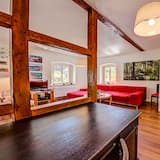Classic Townhome - Living Room