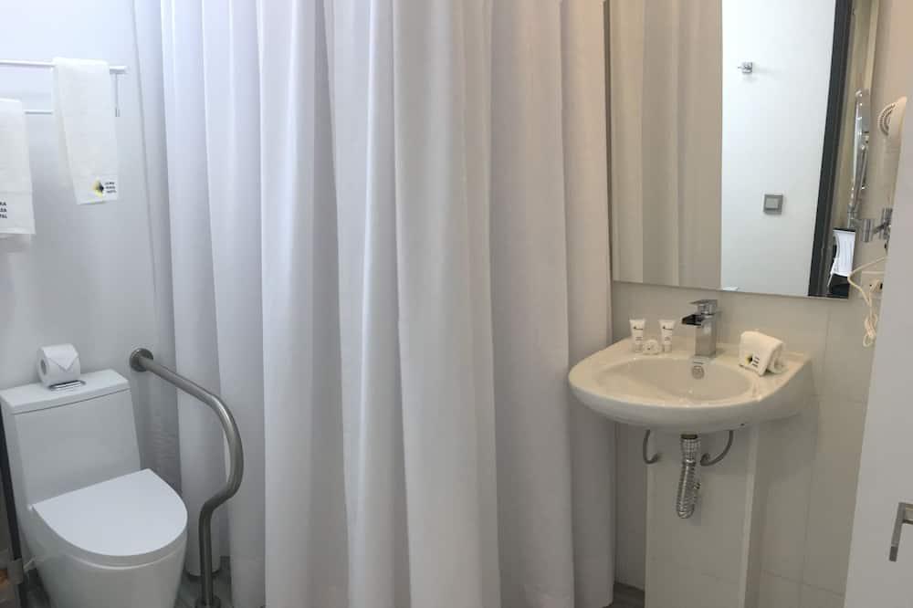 Quadruple Room - Disability Access - Bathroom
