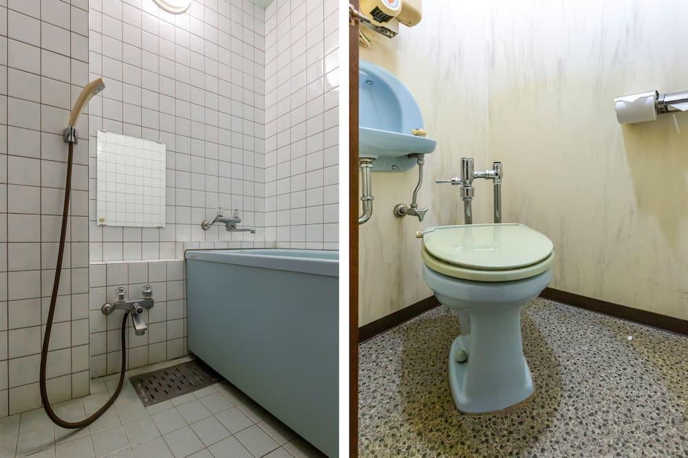 Japanese Room- Quadruple, Smoking - Bathroom